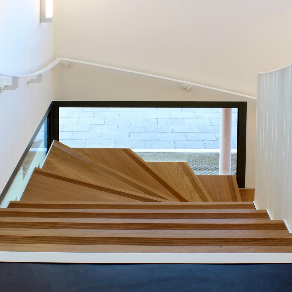 03-reamenagement-hillion-mairie-escalier-03-16