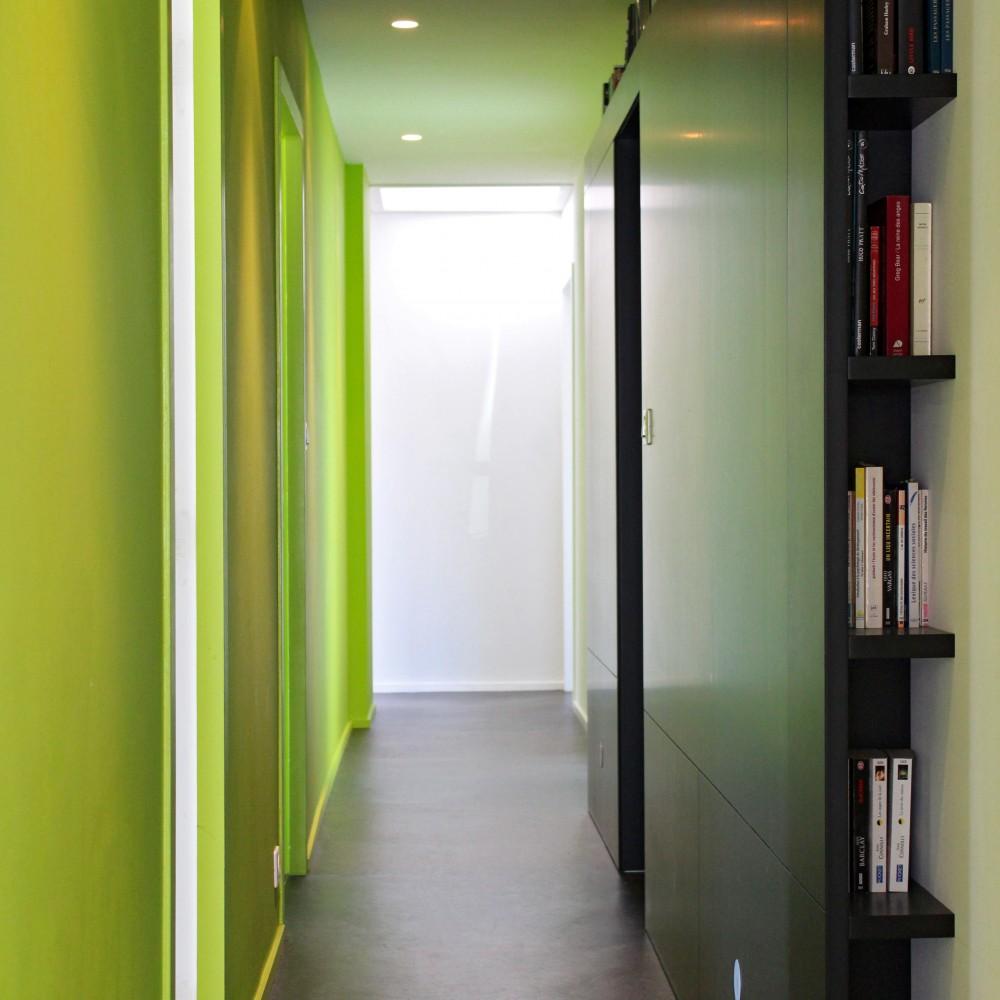 detail-agencement-mobilier-circulation-couloir-eclairage-valchromat