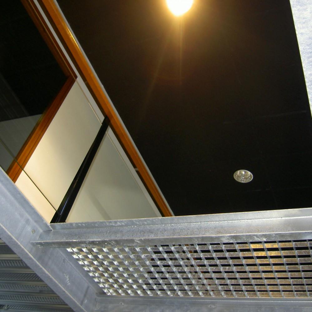 detail-bac-acier-passerelle-métal