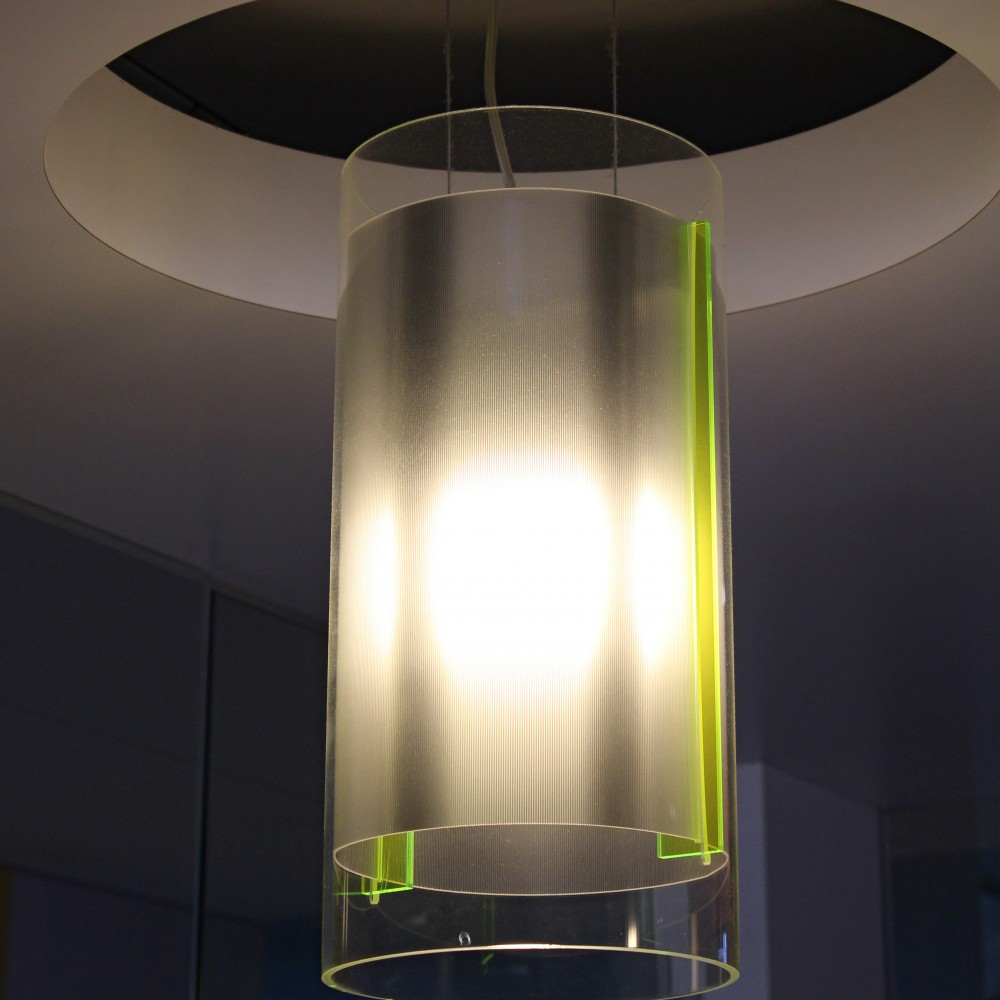 detail-decoupe-plafond-luminaire